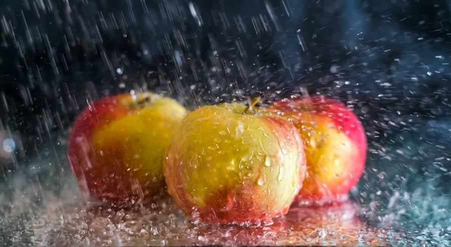Hydrocooling Apples